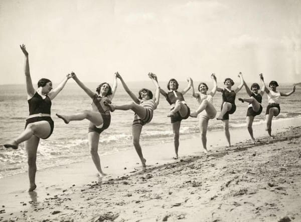 Dancing-on-the-Beach-Bournemouth-1925-600x443