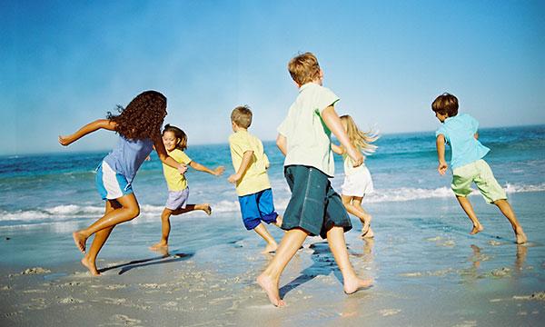 kids-beach-playing-600jt082213